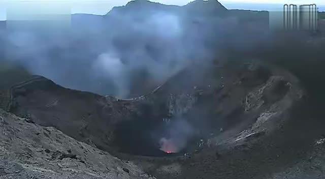 浙教版科学七年级上册1.1《科学并不神秘》近距离拍摄火山爆发视频.mp4