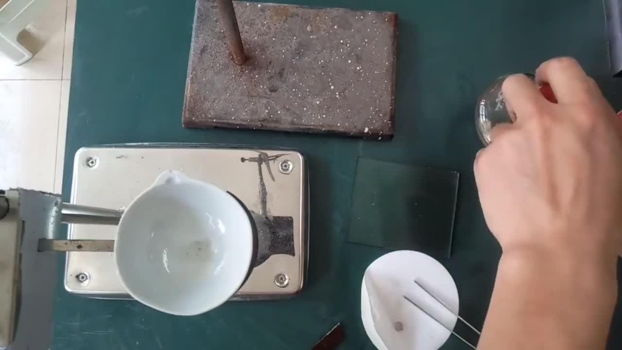 高一化学 钠在加热条件下在空气中燃烧演示实验(MP4视频).mp4